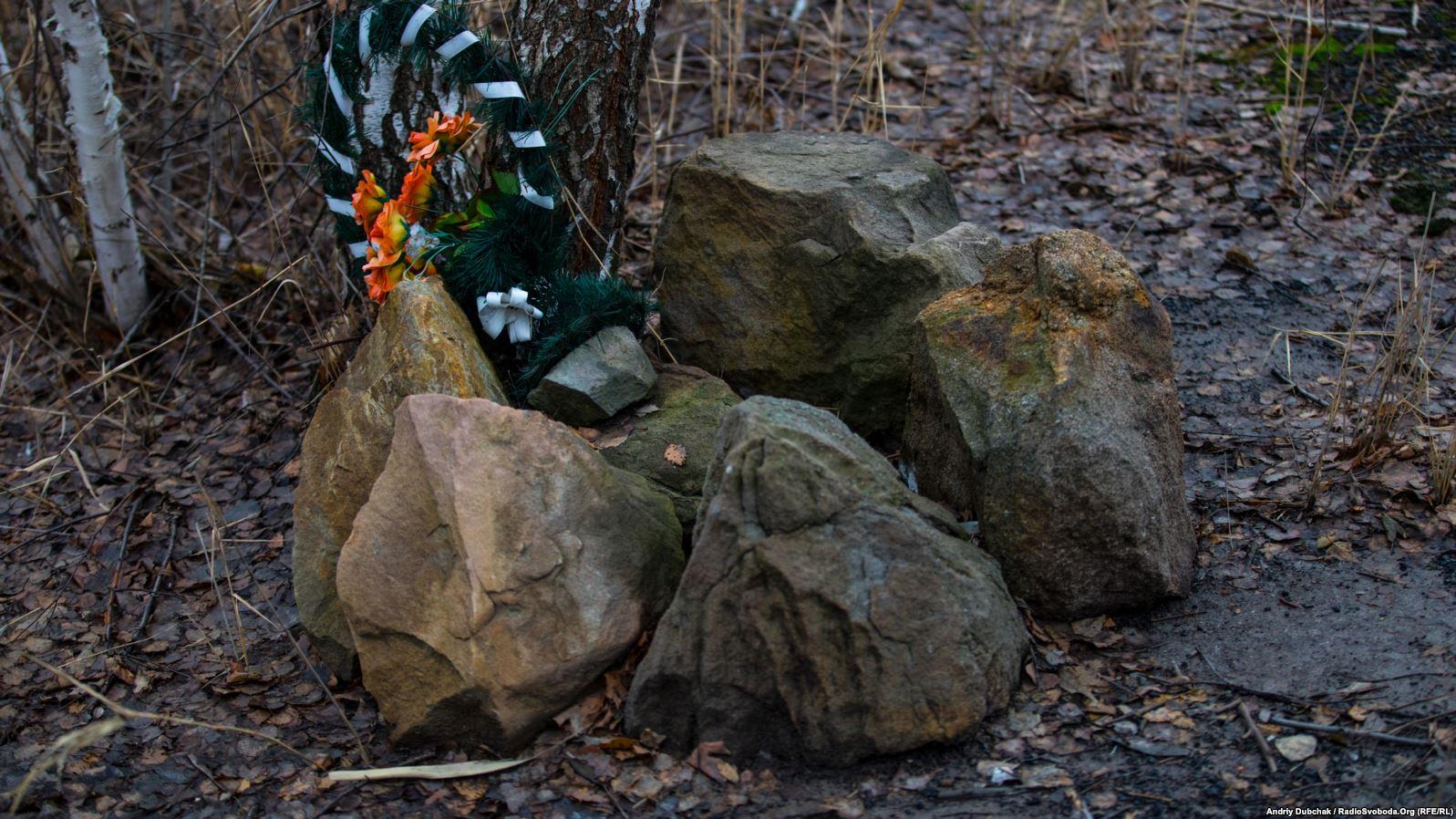 Меморіал двом загиблим у 2014 році бійцям батальону «Айдар»