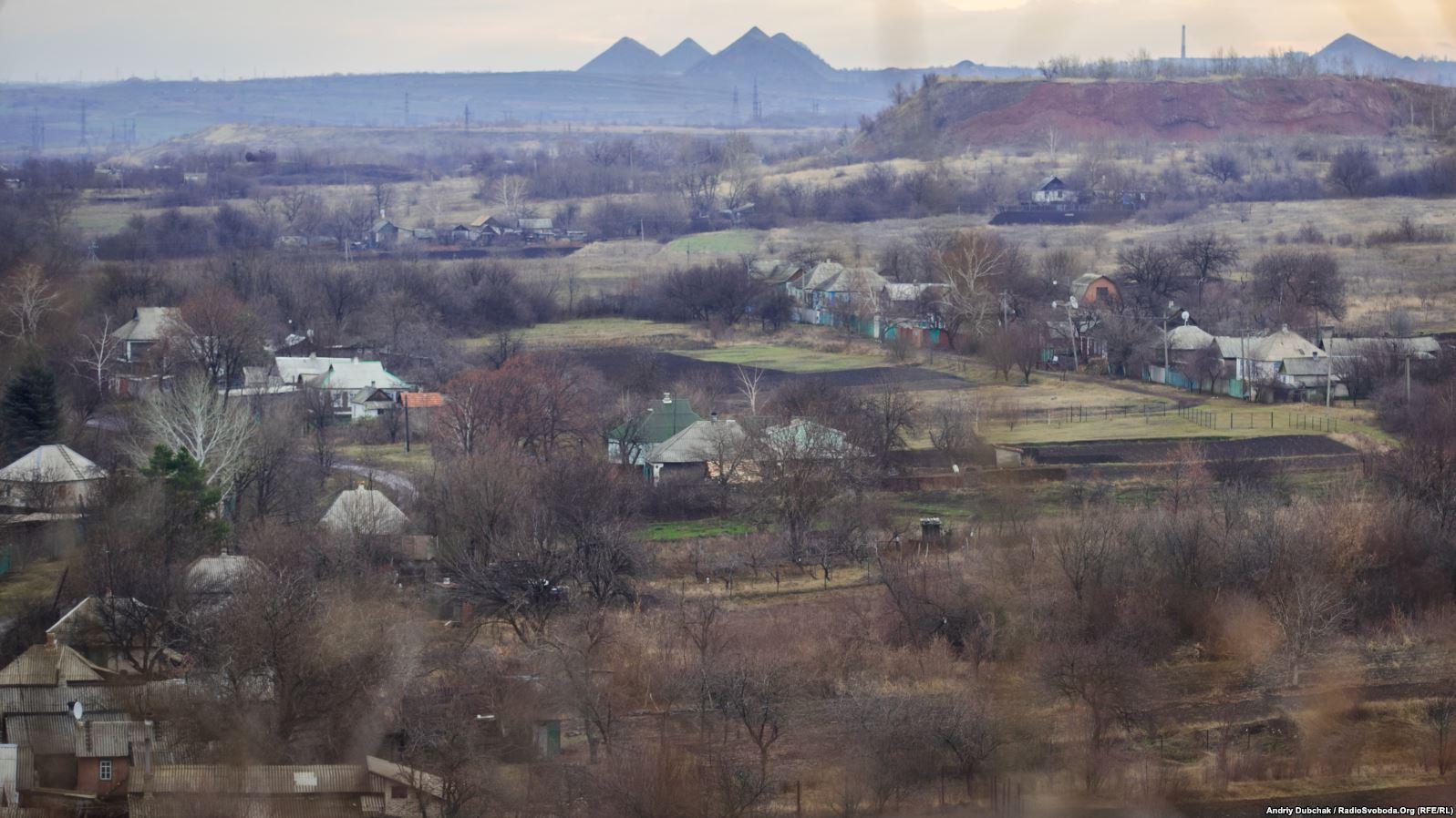 Селище у «сірій зоні». Навіть засвітла руху ми не побачили