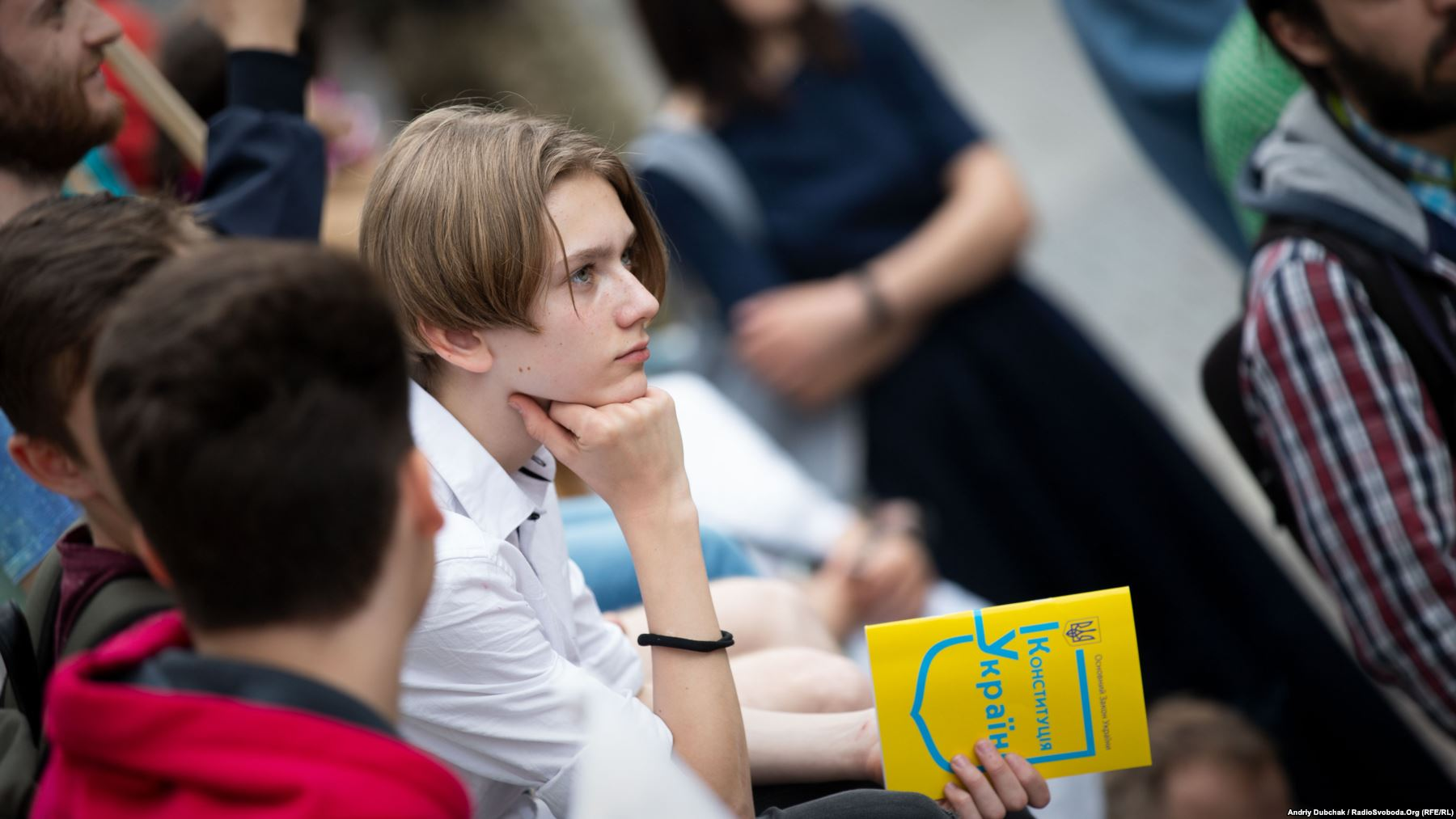 Зустрічалися і геть юні (14-15 років). Хлопець на фото прийшов на мітинг саме за право на медичне вживання канабісу