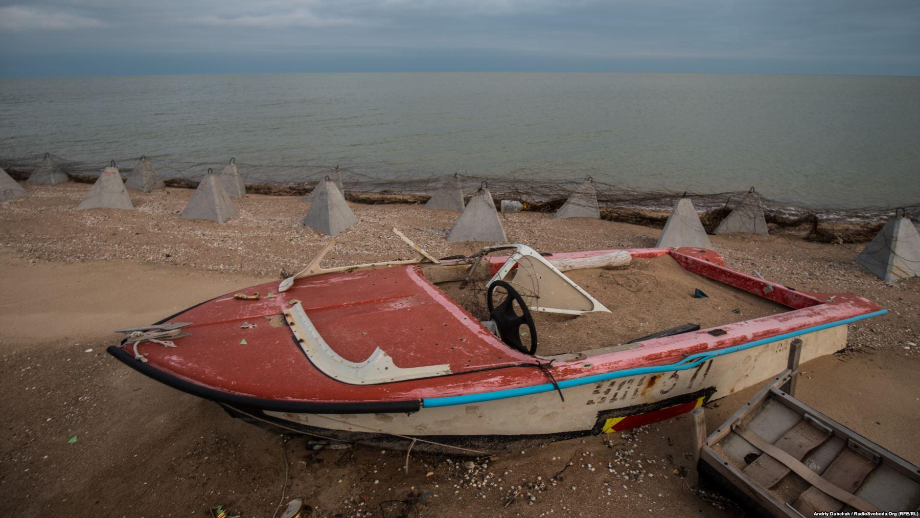Узбережжя з виглядом на Азовське море біля елінгів