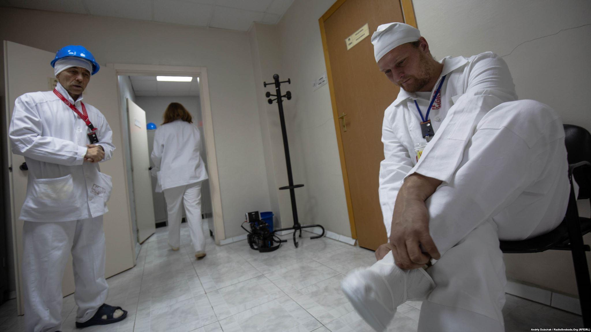 Усі в білому: у своєму одязі в «саркофаг» не можна (Photographer: Andriy Dubchak)