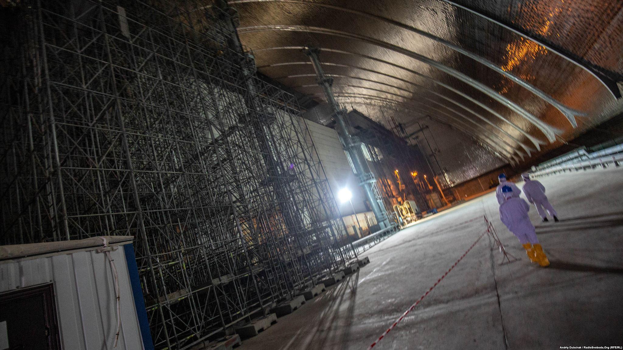 Стіна машзалу ЧАЕС під аркою нового безпечного конфайнменту (Photographer: Andriy Dubchak)