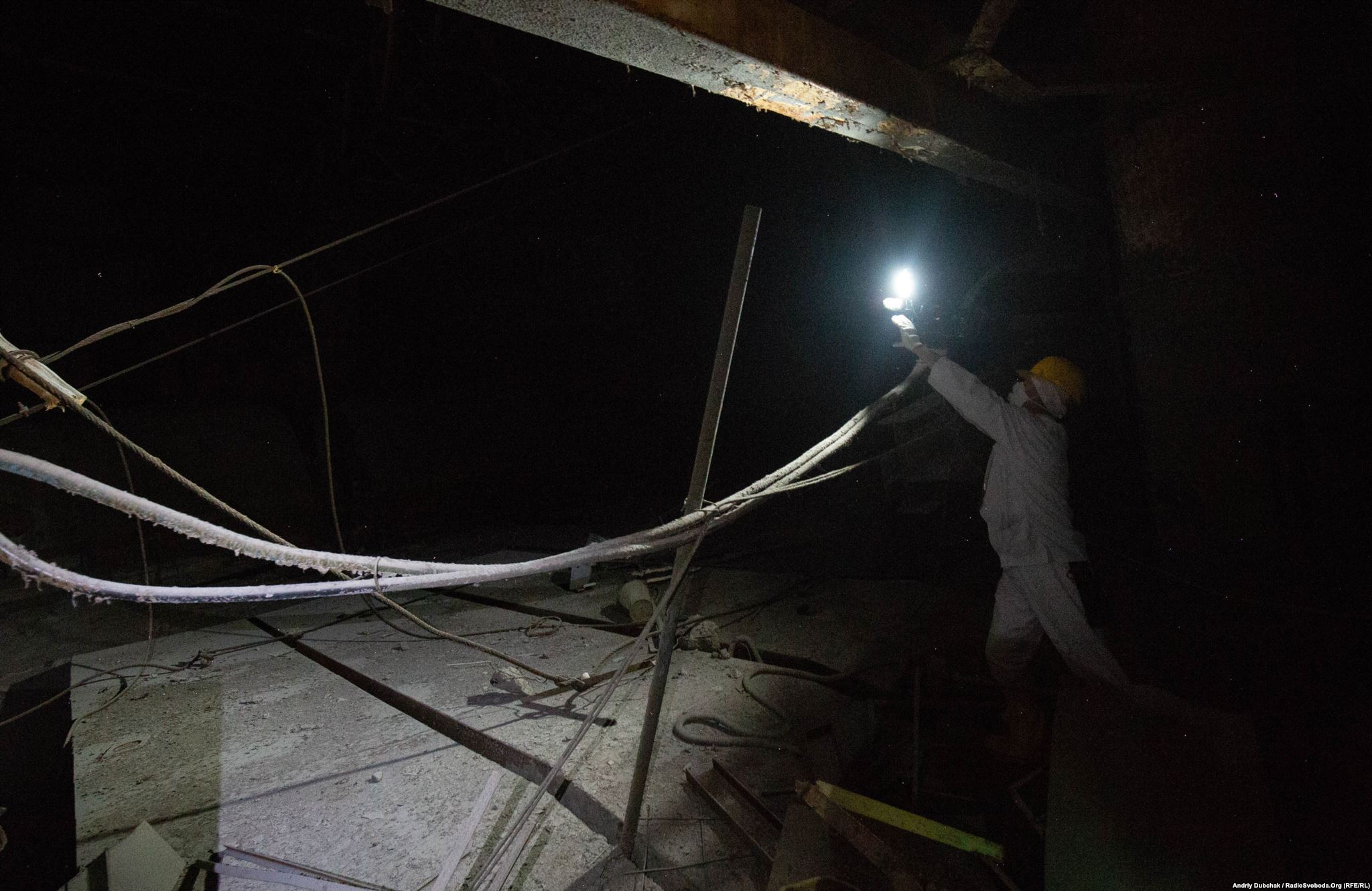 Об'єкт «Укриття», сьома турбіна машзалу ЧАЕС. Оператор 30 секунд працює в умовах високої радіації (Photographer: Andriy Dubchak)