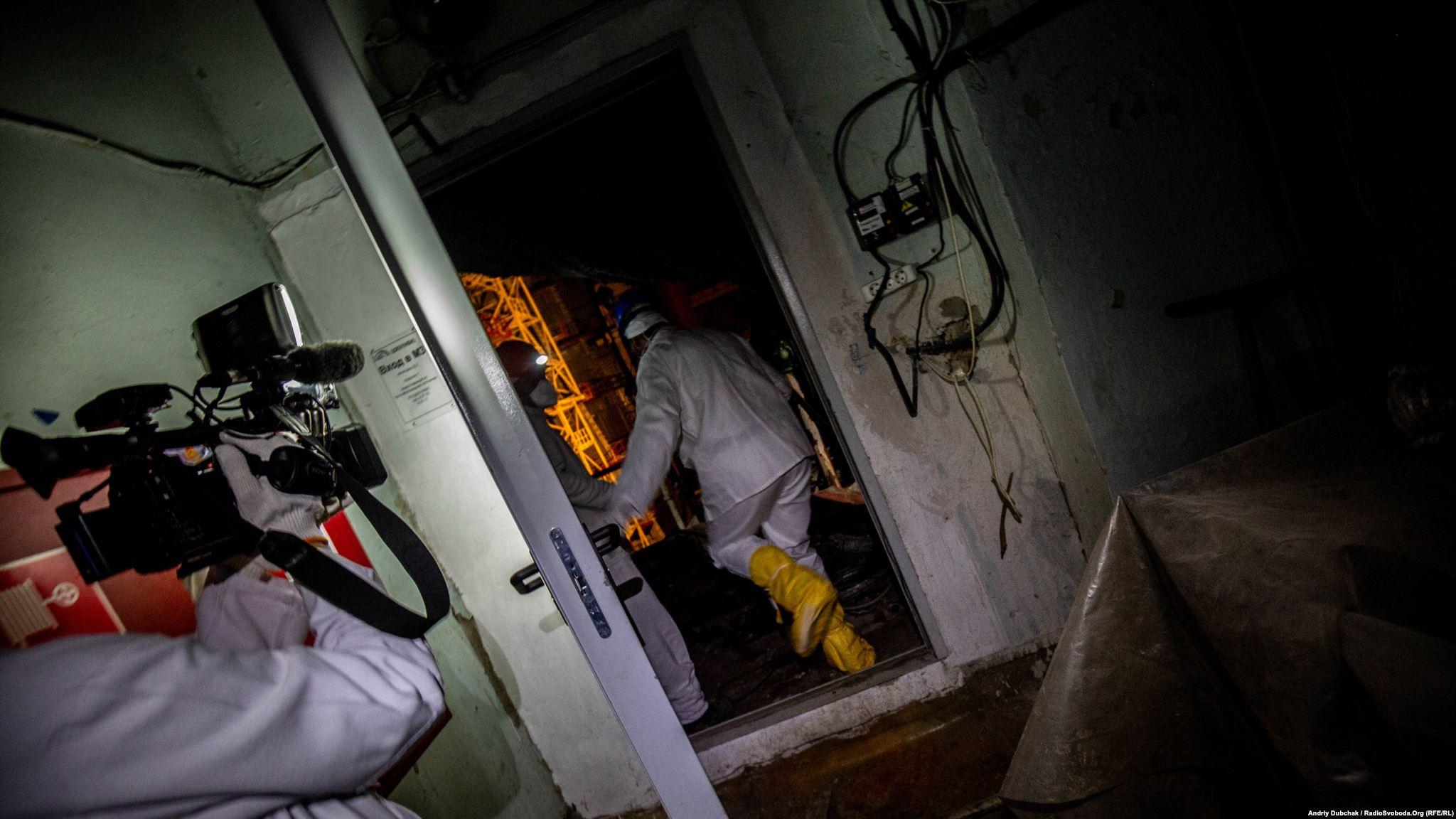 Двері до радіоактивної частини машзалу ЧАЕС. Усередині – восьма турбіна і… уламки реактора, що впали сюди 26 квітня 1986 року (Photographer: Andriy Dubchak)