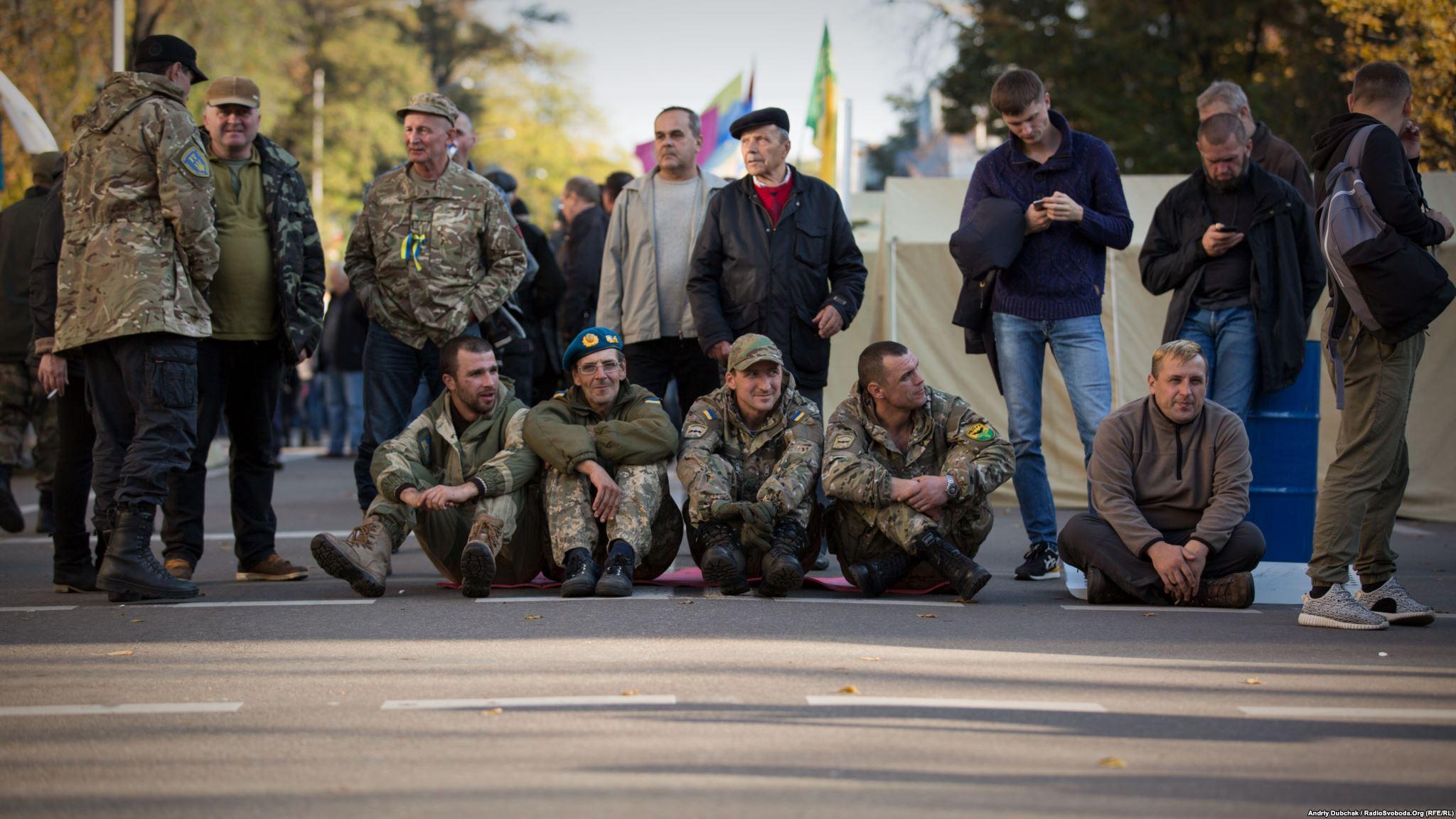 Обличчя людей які мітингуют біля Верховної Ради (фотограф Андрей Дубчак / Andriy Dubchak)