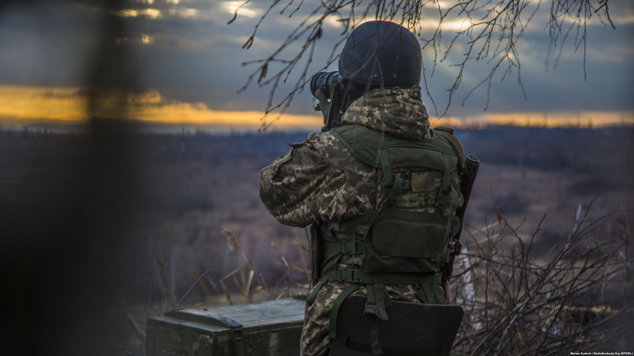 One of the Olexanders observed with binoculars the territory in front of the Donbass slagheap (photo by photographer Andriy Dubchak)
