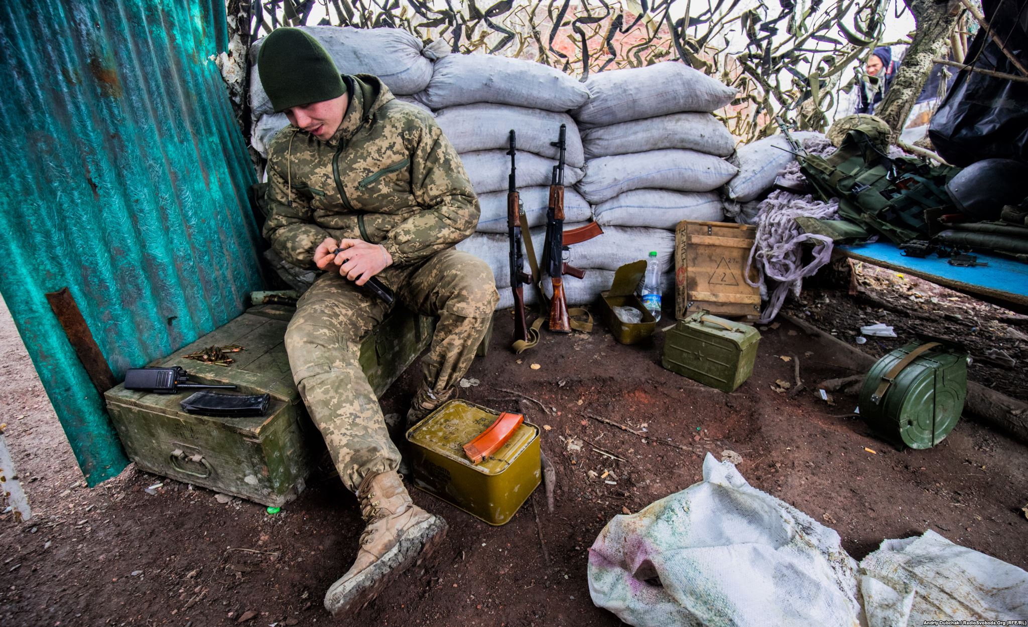 Olexander filled the magazine with rounds (photo by photographer Andriy Dubchak)
