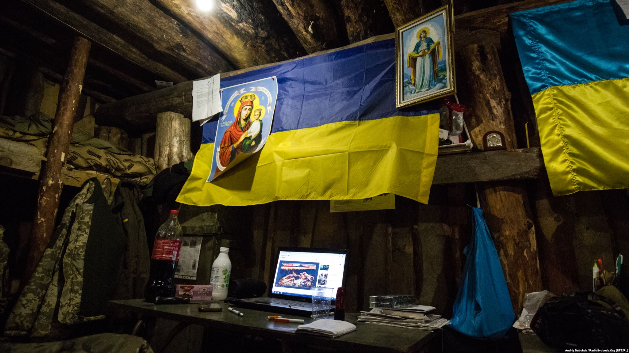 Icons and flags in a living dugout. (photo by ukrainian military photographer Andriy Dubchak)