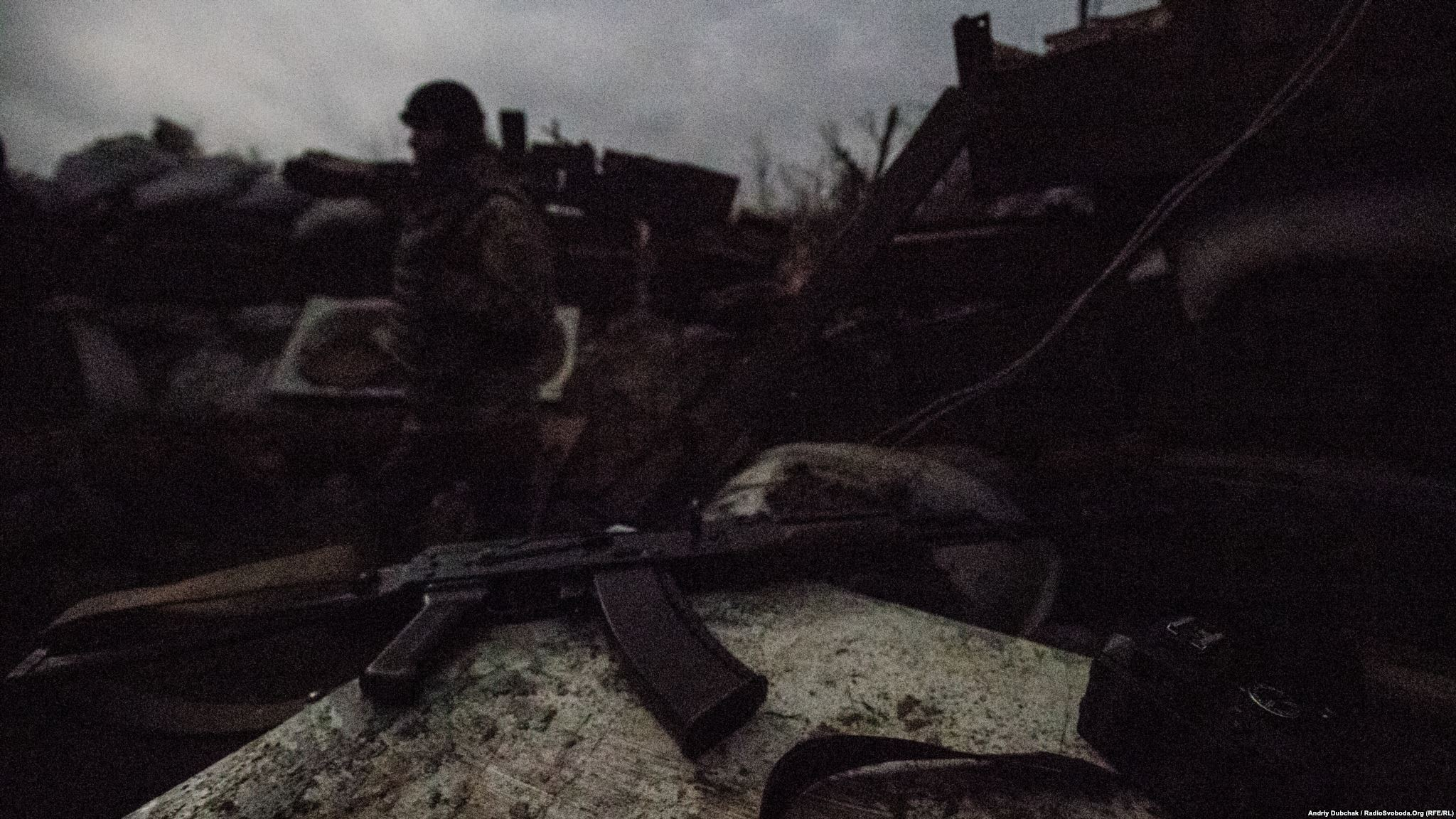 Вночі кількість військових в дозорах та на бойових позиціях зазвичай збільшується. Та й бойові зіткнення зазвичай відбуваються у темну пору доби (фотограф Андрей Дубчак / Andriy Dubchak)