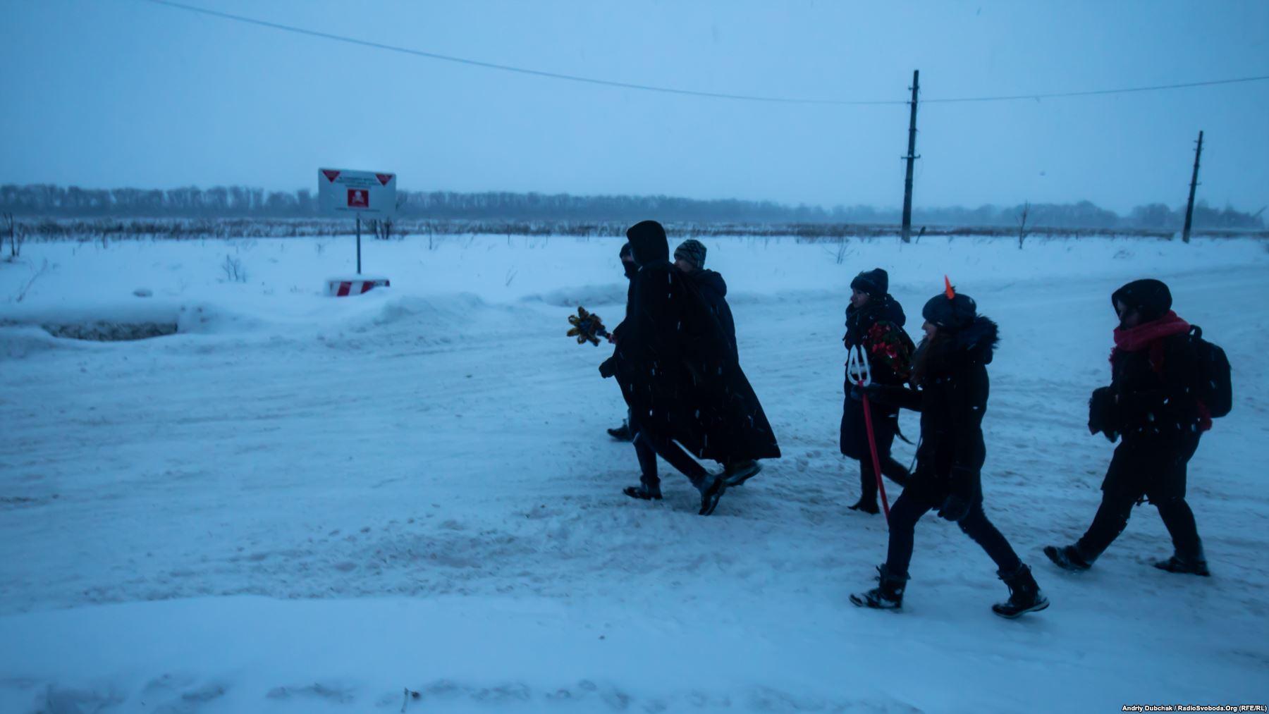 Пласт. Діти колядують на лінії фронту у Авдіївці. Фото - Андрій Дубчак
